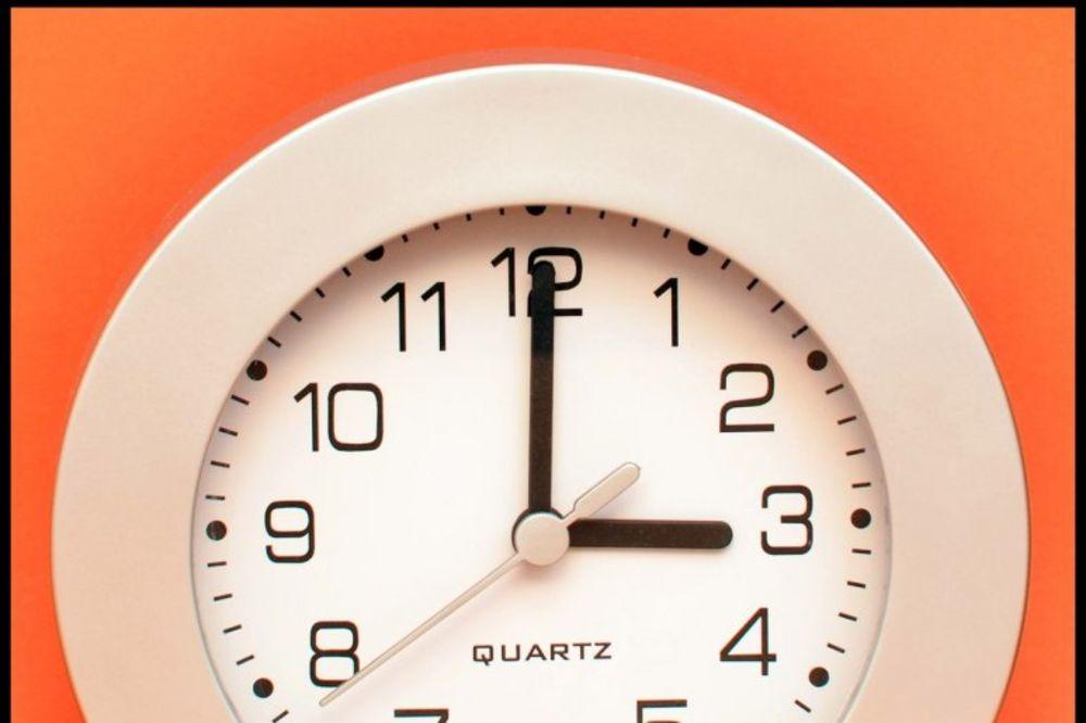 PAŽNJA, PAŽNJA: Večeras pomerite časovnike sat unapred!