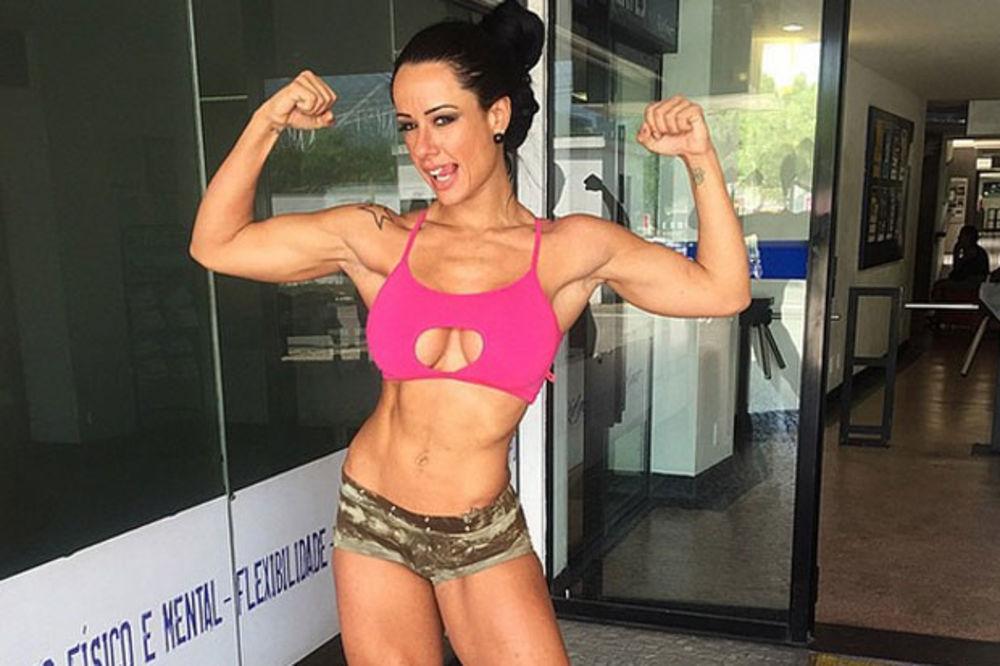 (VIDEO) OBARA SA NOGU: Sju je ženski Švarceneger i savršena je fitnes lepotica