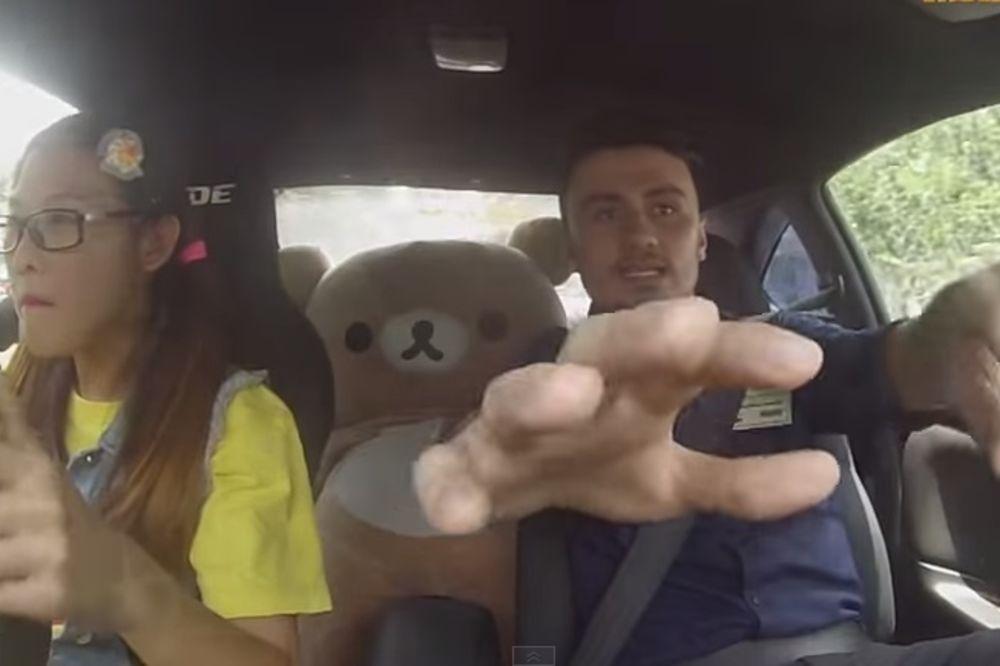(VIDEO) PREKLINJALI SU JE DA STANE: Skratila instruktoru život za 10 godine!