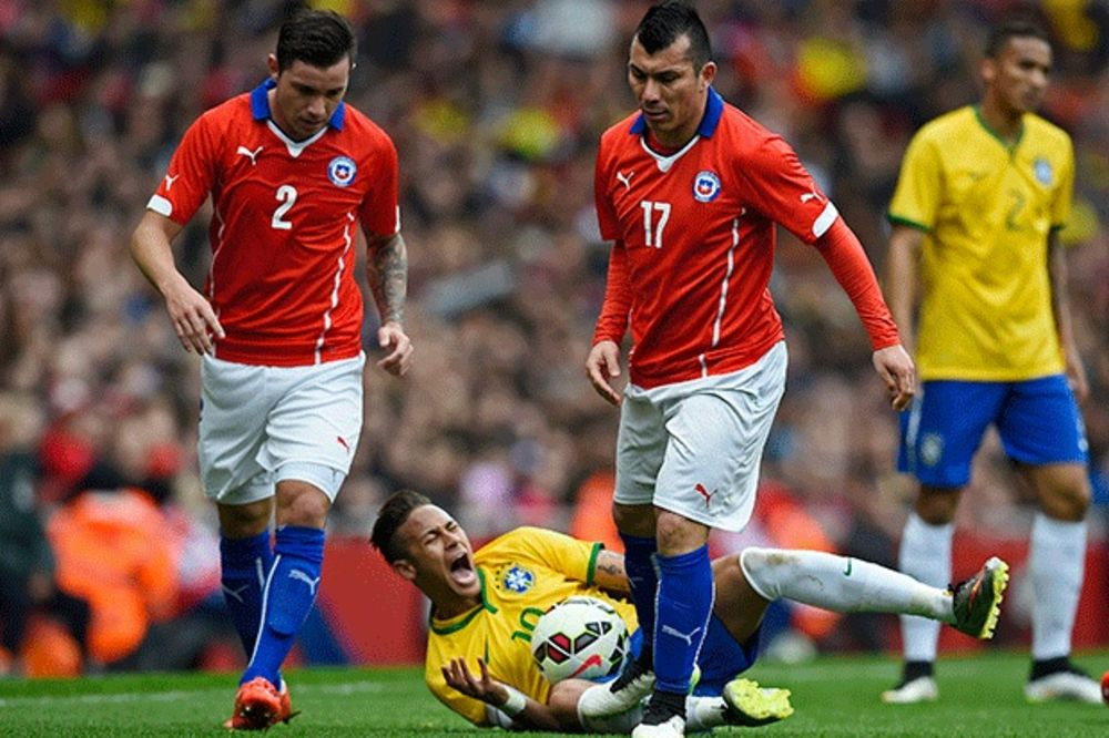 (VIDEO) NAMERNO I BRUTALNO: Čileanac zgazio Nejmara, koji je vrištao od bola