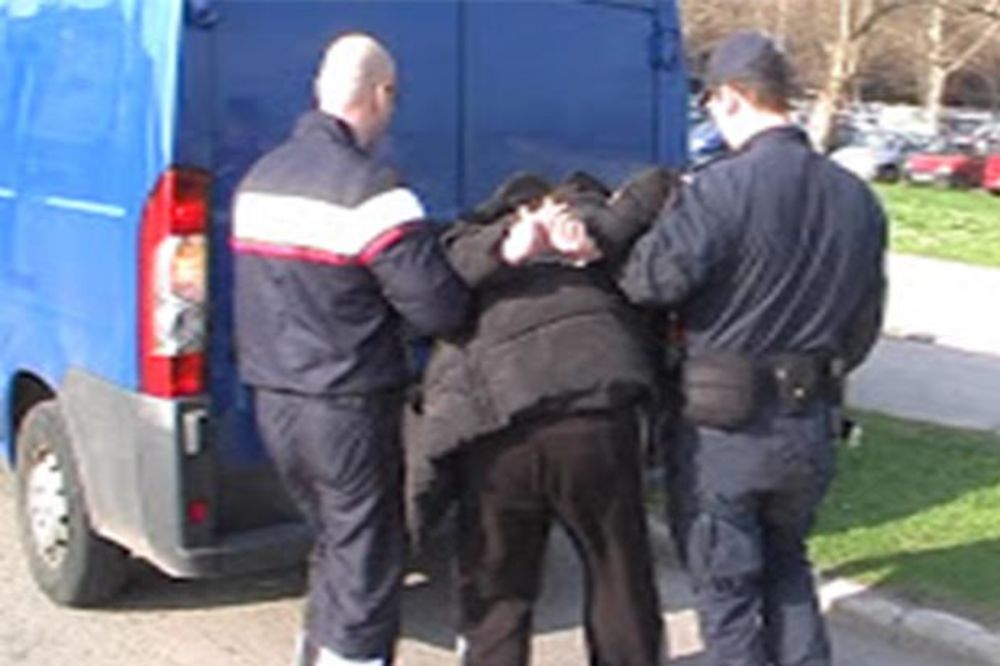 INSPEKTOR VAN DUŽNOSTI: Uhvatio naoružanog razbojnika u Novom Sadu!
