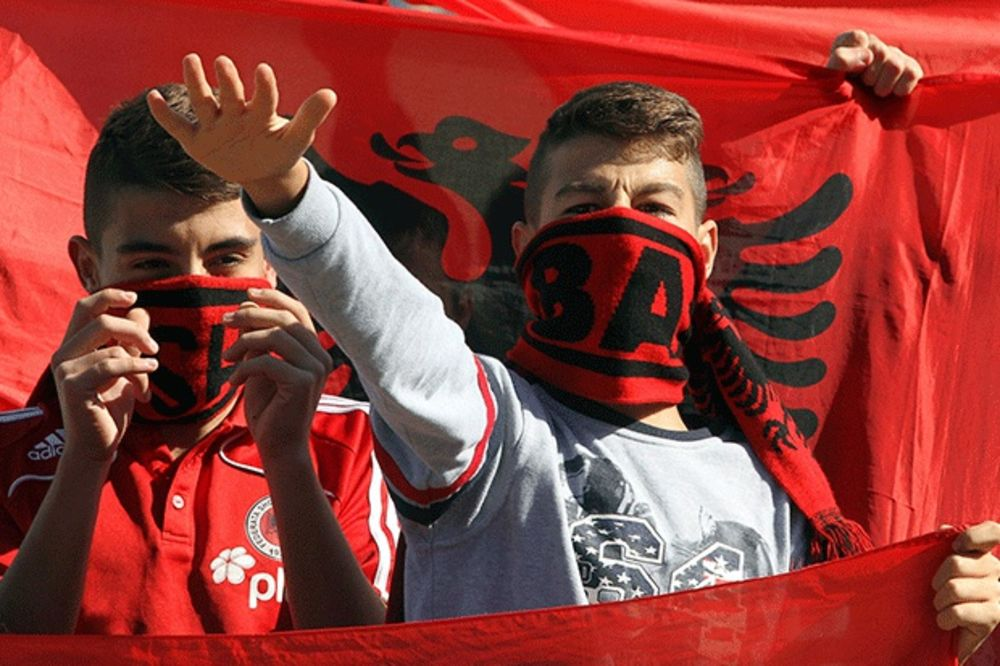 (VIDEO) MEĐUSOBNA TUČA: Pobili se Albanci s Kosova i Albanije, četvoro ranjeno nožem