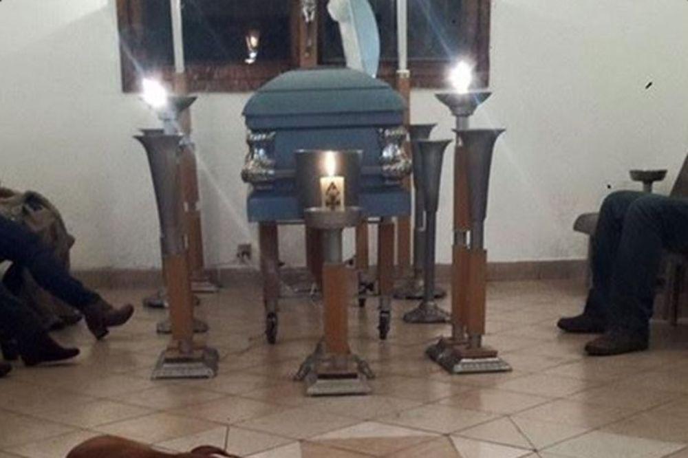 PRIČA KOJA JE OBIŠLA SVET: Psi lutalice došli na sahranu žene koja ih je hranila!