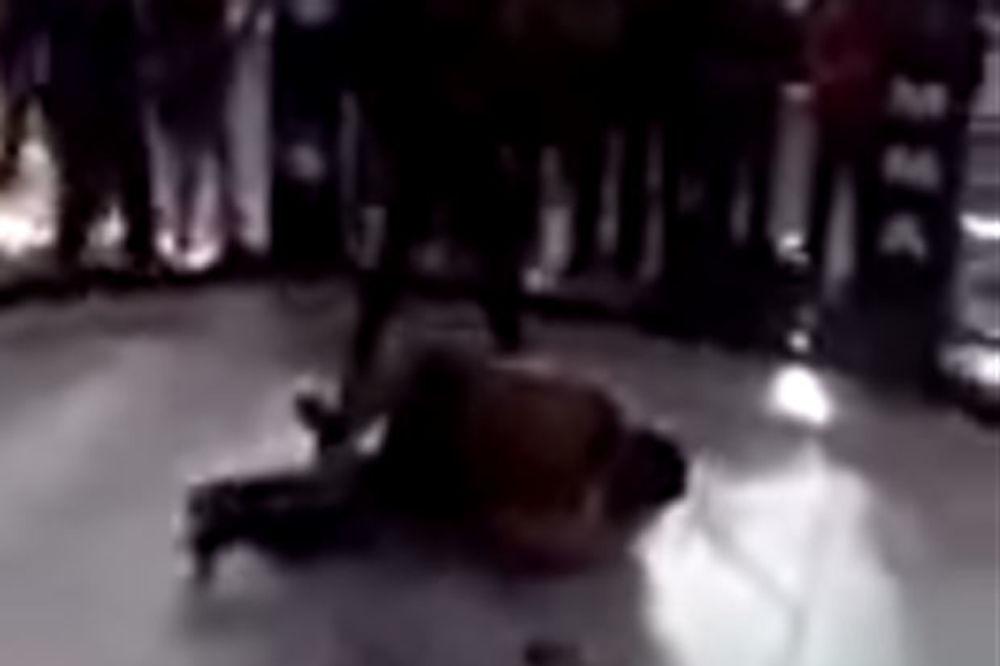 (UZNEMIRUJUĆI VIDEO) MMA borac se oprostio od ćerke i otišao pravo u smrt