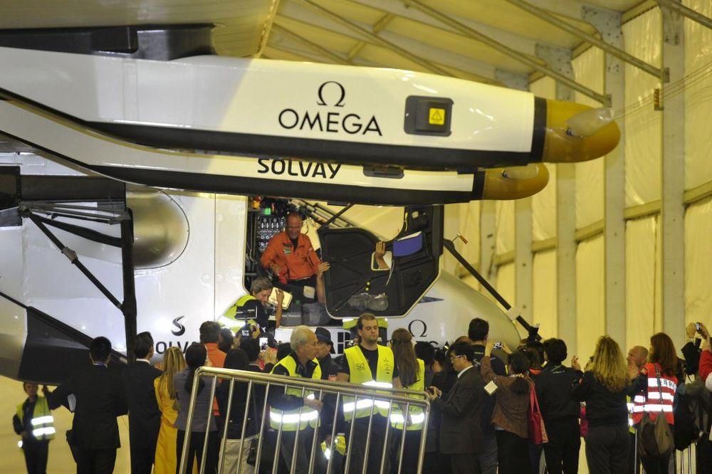 (VIDEO) LETE OKO ZEMLJE KAO NIKO PRE: Solarni avion na putu oko sveta sleteo u Kinu