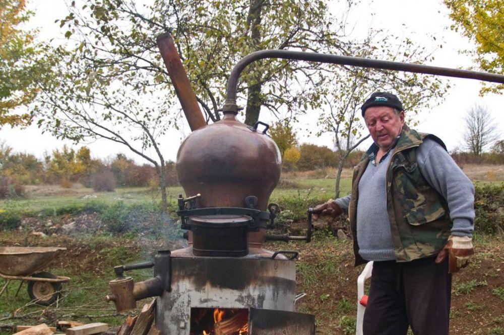 BRAĆA PO KAPLJICI: Srbi i Hrvati najveće pijandure na Balkanu