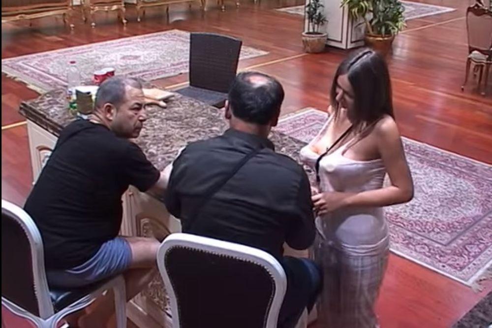 (VIDEO) A ONDA ON KRIV: Maca Diskrecija napada Zmaja a on beži