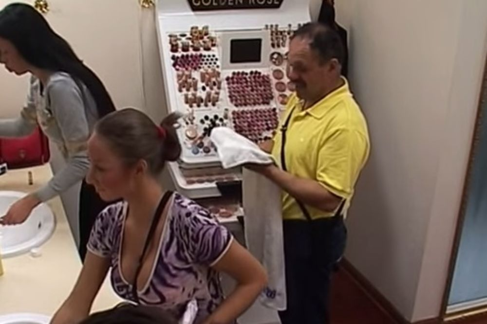 (VIDEO) MACA DISKRECIJA LUPILA PA OSTALA ŽIVA: Ti si Indijanac, vrati se u Inđiju
