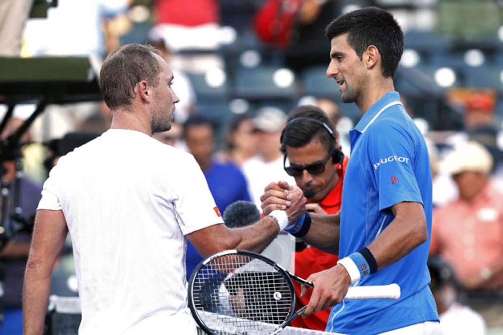 (VIDEO) POTEZ OD KOGA ZASTAJE DAH: Novakov bekhend protiv Darsisa oduševio svet!