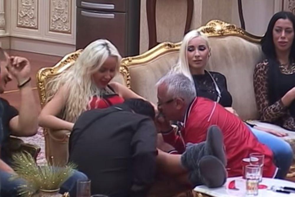 (VIDEO) PA, DOKLE VIŠE: Era i Zmaj zavirili ispod haljine Atine Ferari
