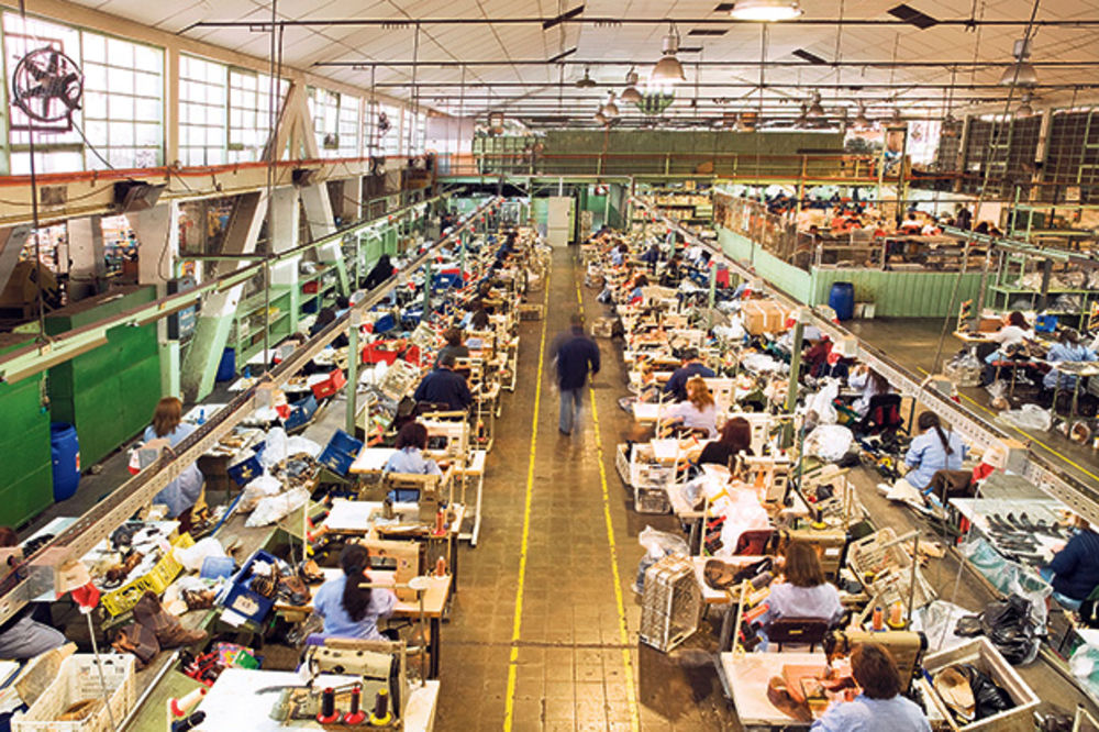 Privrednici štede i na svetlu da bi sačuvali radnike