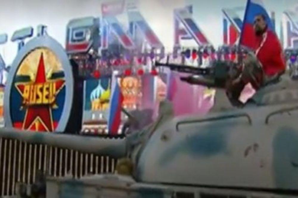 (VIDEO) RUSKI RVAČ ŠOKIRAO AMERIKANCE: Na meč u Kaliforniji došao tenkom