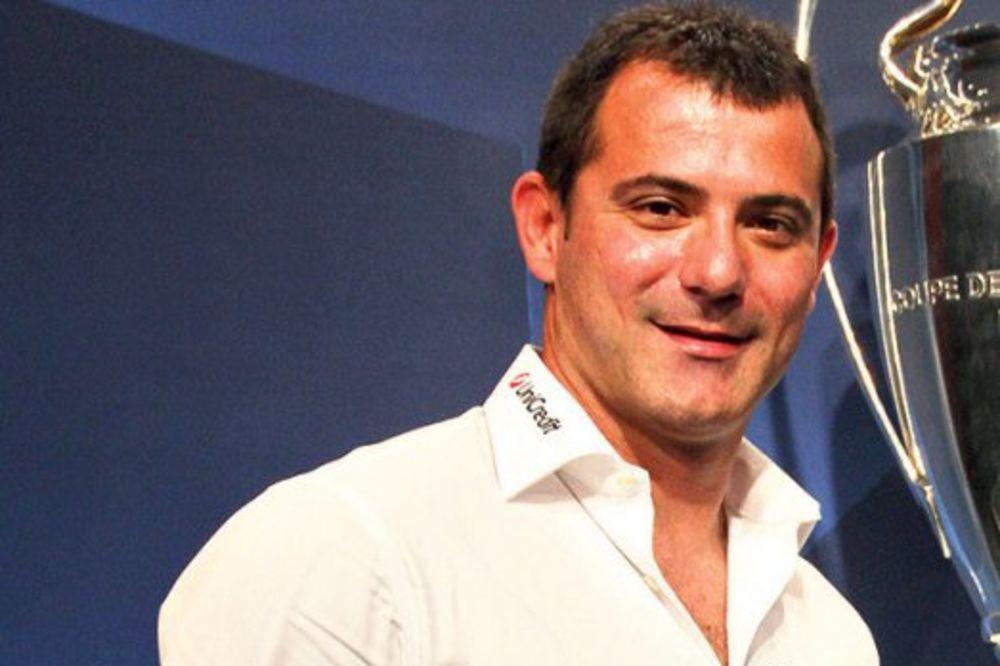 GALANTAN: Dejan Stanković pevačici dao 1.500 evra