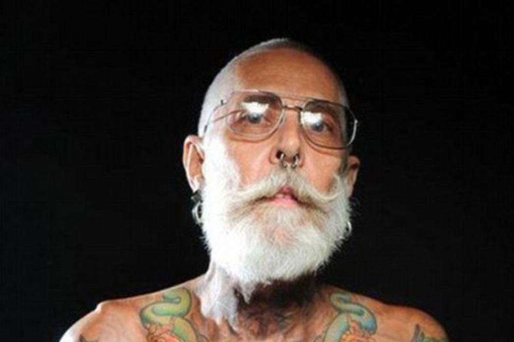 (FOTO) AKO SE PREMIŠLJATE: Evo kako izgledaju tetovaže na ljudima od preko 60 godina!