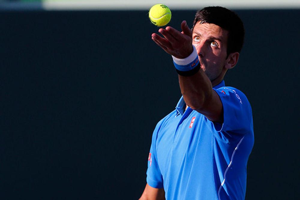 (FOTO) NIJE PRVOAPRILSKA ŠALA: Jelena oklagijom na Novaka, ali stvarno