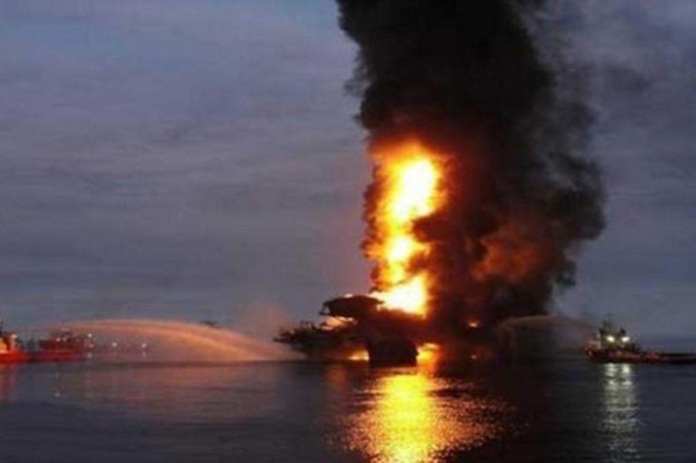 (VIDEO) PAKAO U MEKSIČKOM ZALIVU: Četvoro mrtvih u požaru na naftnoj platformi