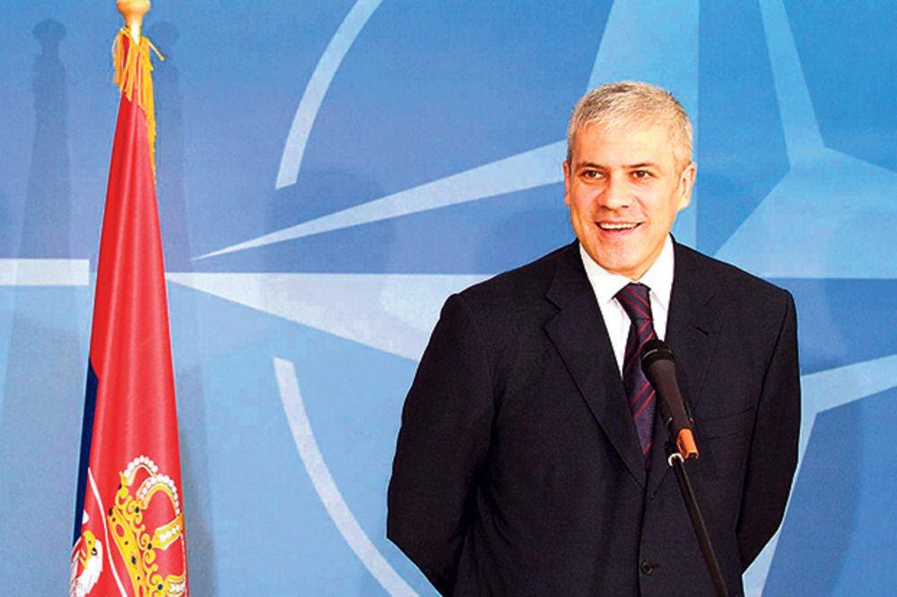 Tadić: Srbija da uđe u NATO