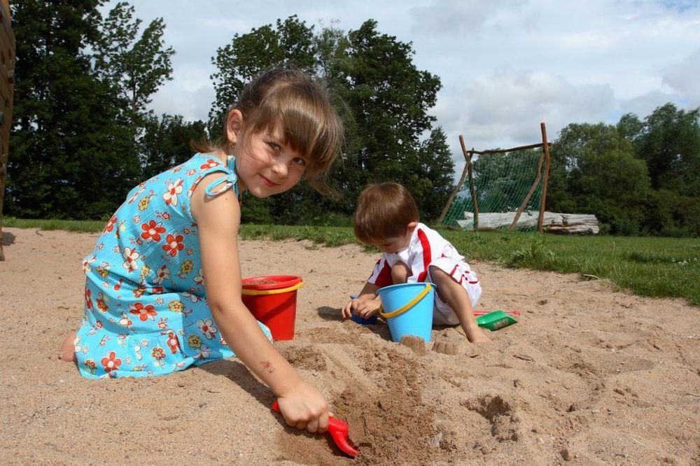 deca-igra-porodica-foto-profimedija-1427