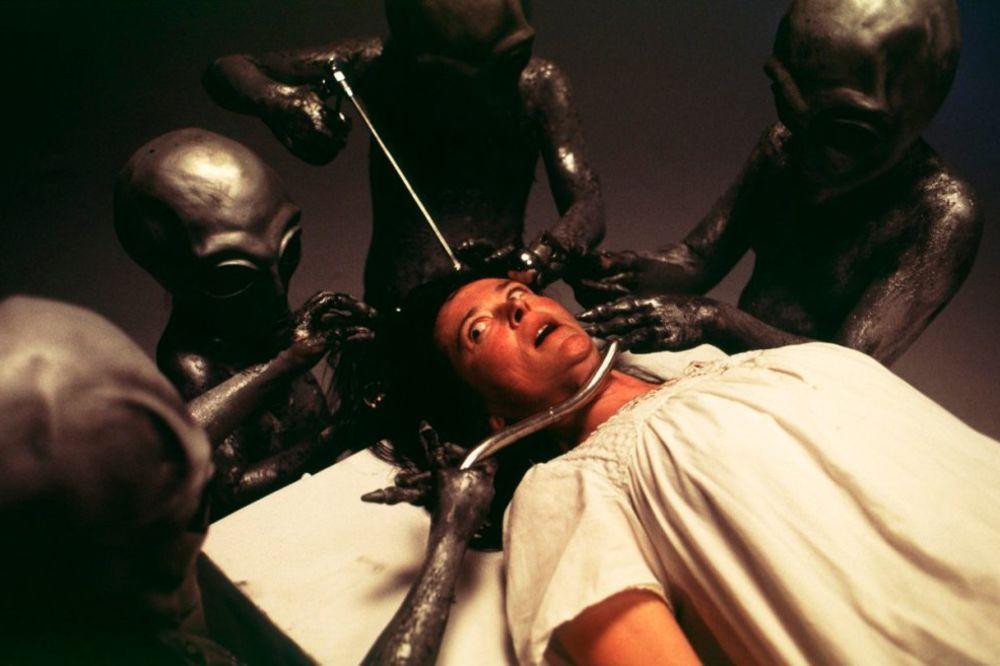 ISTINA JE TAMO NEGDE: Ljudi oteti od vanzemaljaca tvrde da iza toga stoji nešto još opasnije