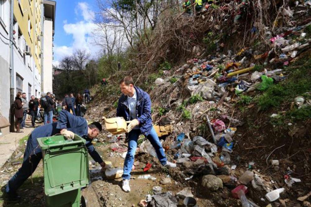 (KURIR TV) UDARNIČKI ZA LEPŠI BEOGRAD: Mali čistio divlju deponiju u Radničkoj