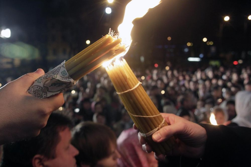 PRVI PUT U BEOGRADU: Sveti oganj iz Jerusalima večeras stiže u Hram Svetog Save