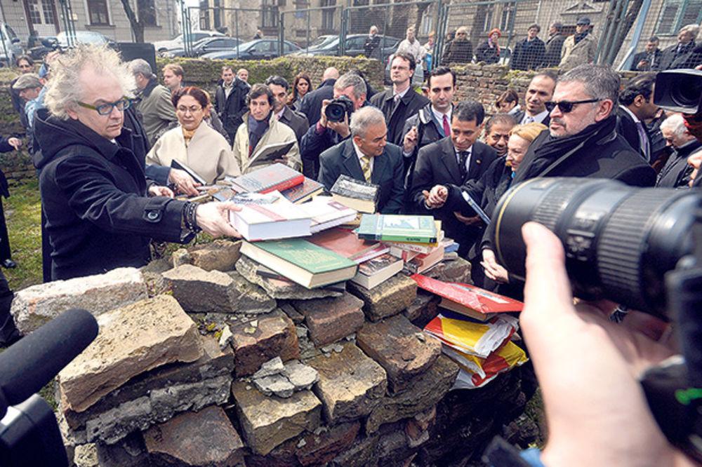 DAN SEĆANJA: Biblioteku vratiti na Kosančićev venac!