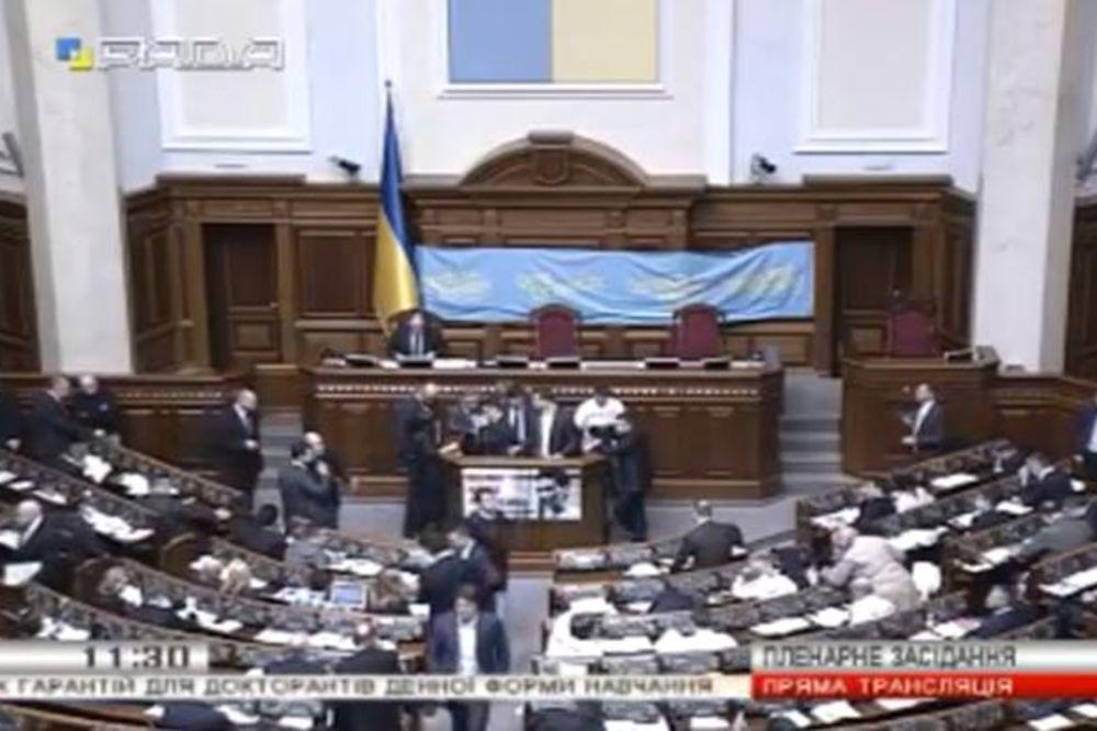 (VIDEO) BLOKIRANA VRHOVNA RADA: Demonstranti traže smenu Jacenjuka, vlada poslala oklopna kola