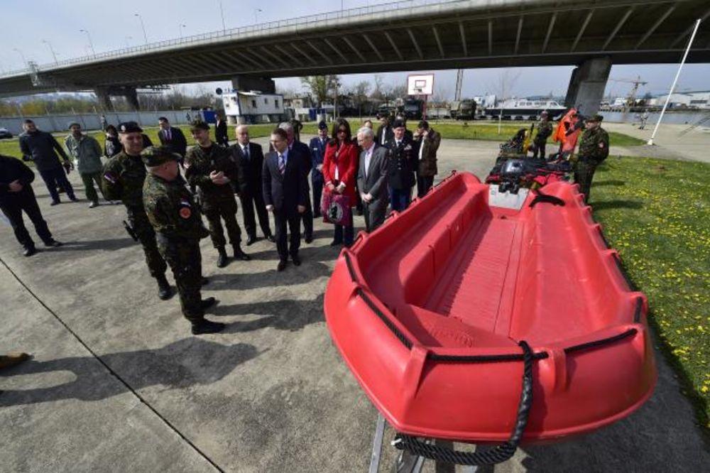 POKLON AMBASADE SAD: Žandarmeriji 15 ronilačkih odela