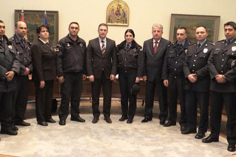 RAVNOPRAVNI USLOVI ZA SVE: Stefanović sa predstavnicima PA Evropski policajci romske nacionalnosti