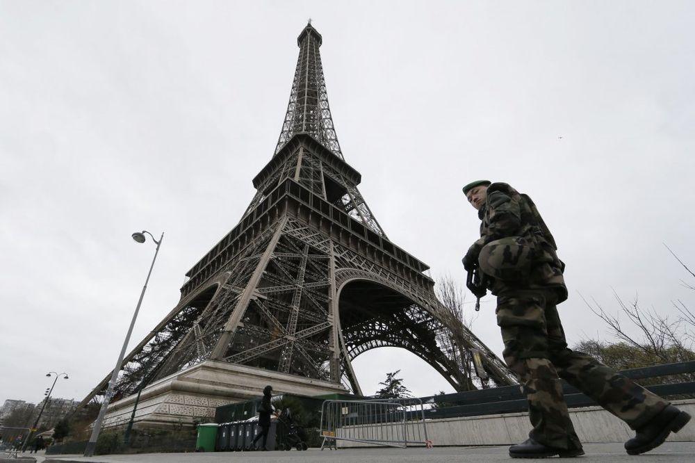 AJFELOVA KULA ZATVORENA: Štrajk zbog besramnog džeparenja turista