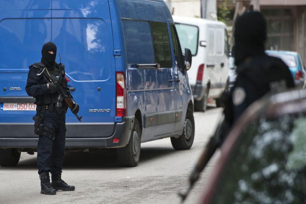 PROTEST U PRIŠTINI: Jake snage policije i specijalne jedinice oko zgrade vlade
