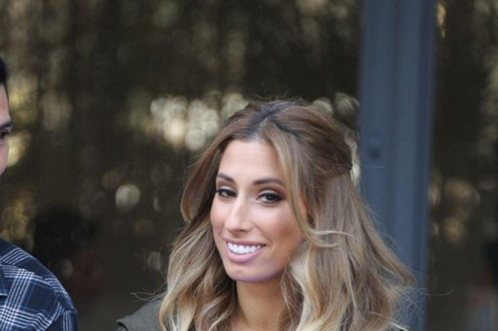 (FOTO) KAO JAJE JAJETU: Ova engleska pevačica je dvojnica Rade Manojlović!