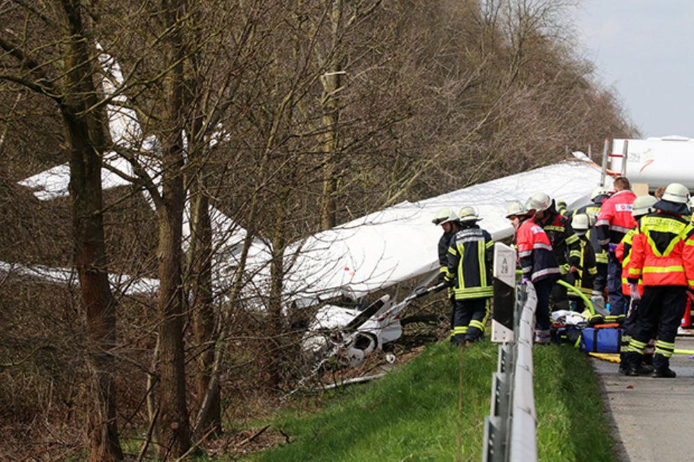 JOŠ JEDNA NESREĆA: Srušio se avion u Nemačkoj na autoput!