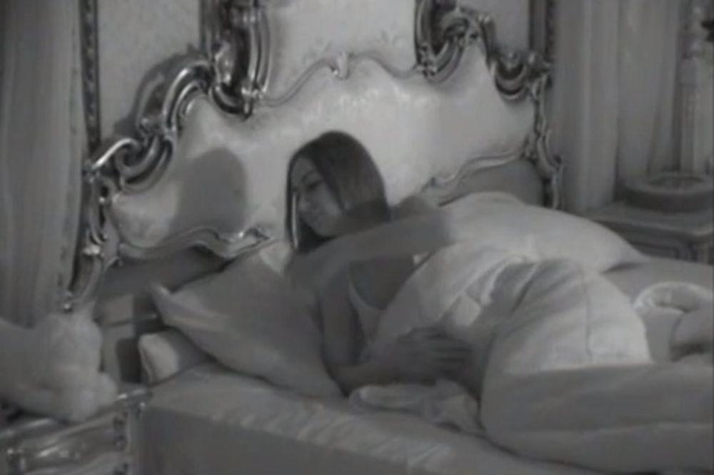 Sex kamerama parovi video pred Srpska voditeljka