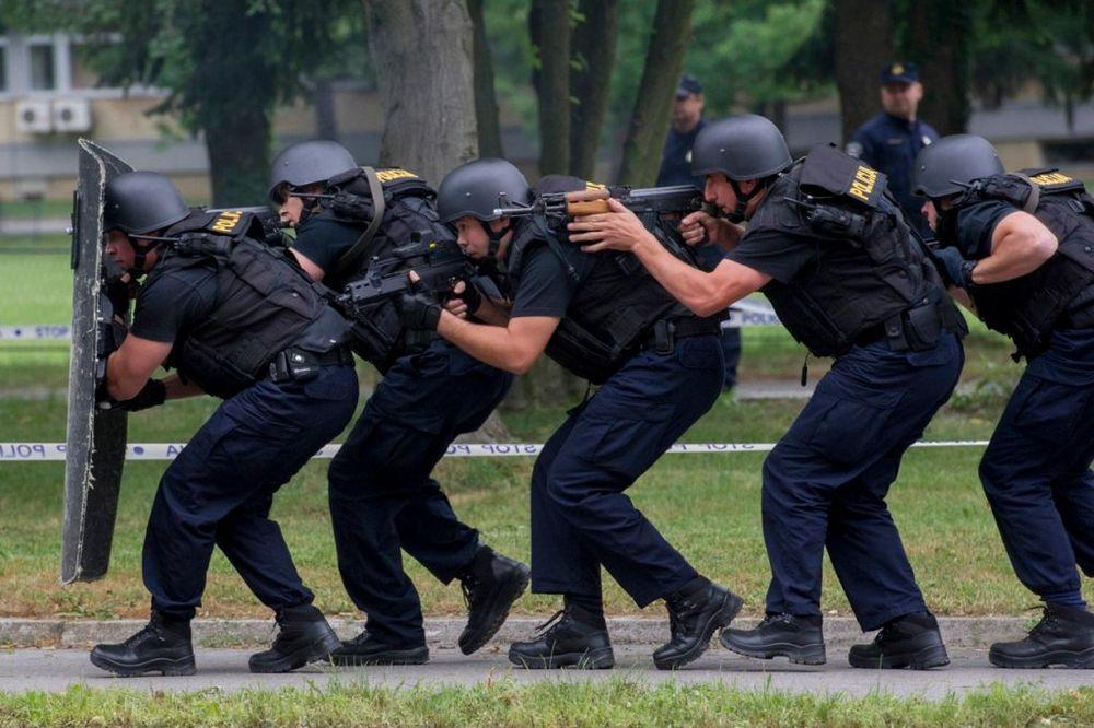 DUGE CEVI OKUPIRALE DUBROVNIK: Policija traga za dilerima kokaina