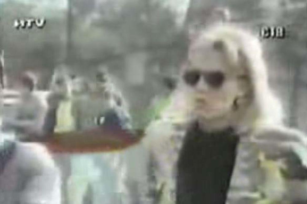 SMETA IM USPEH: Ovo je video koji Bosanci Lepoj Breni ne opraštaju!