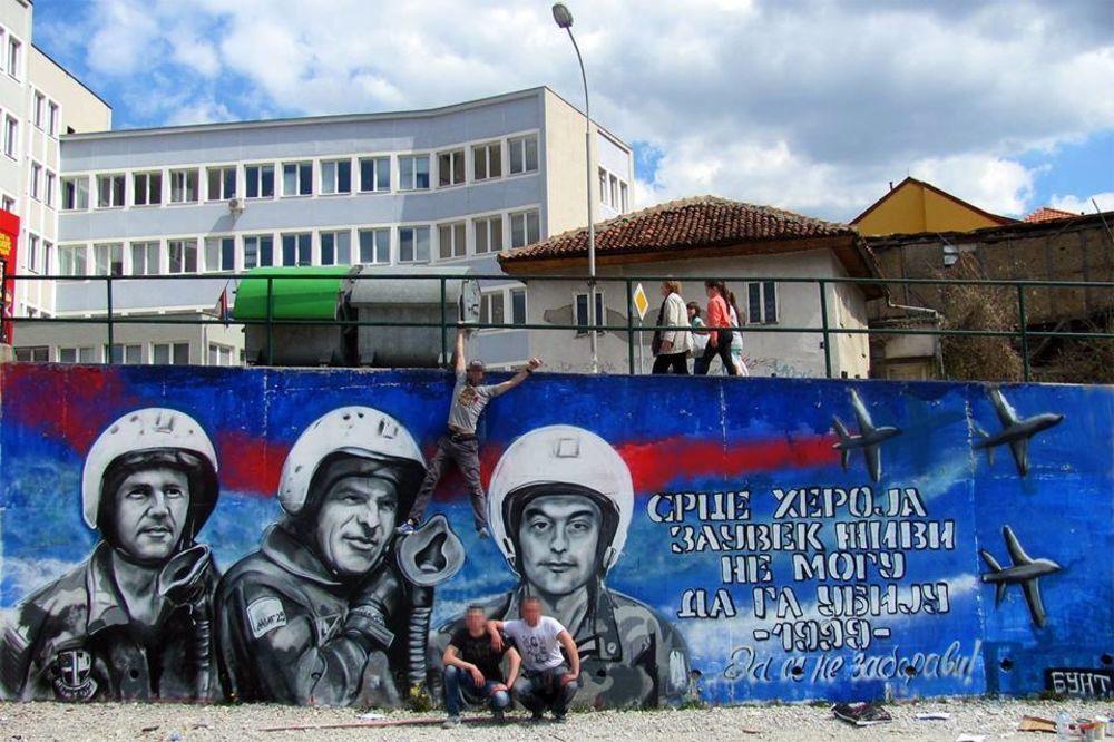 SRCE HEROJA ZAUVEK ŽIVI: Ogromni mural u centru Užica sa likovima pilota Zorana, Milenka i Živote!