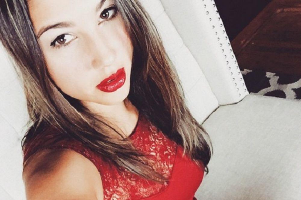 (18+) KRVAV POSAO: Ova devojka dobija debele pare od muškaraca da ih bije i muči!