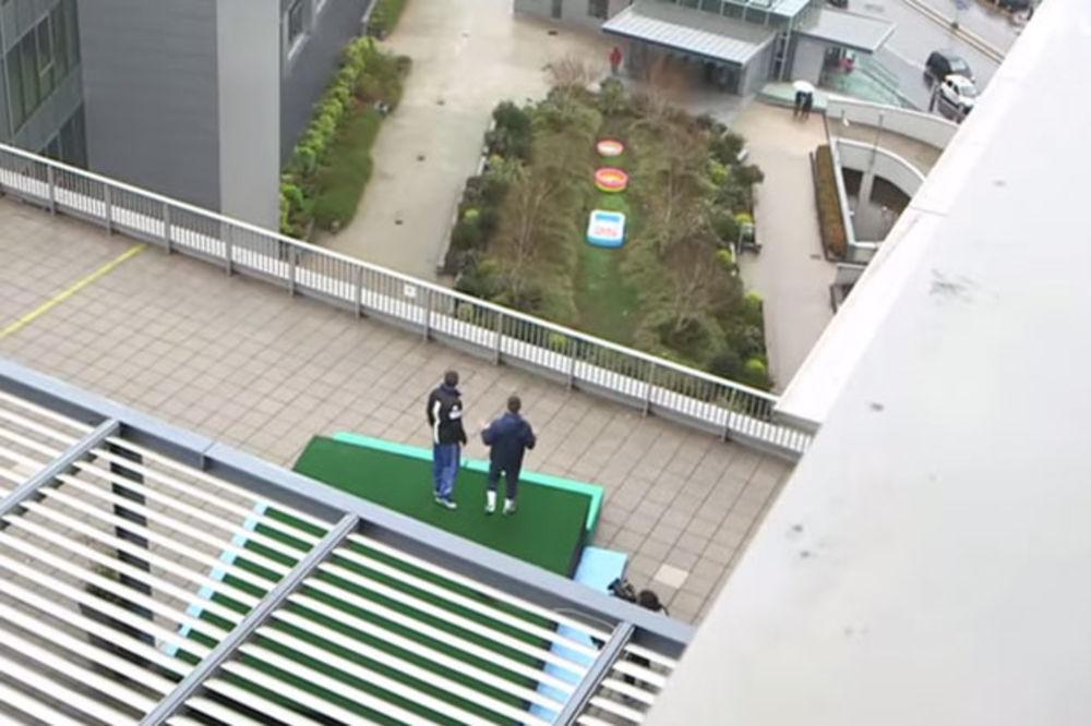 (VIDEO) OVO MOŽE SAMO SRBIN: Evo kako je Mihajlović sa krova zgrade ubacio loptu u bazen