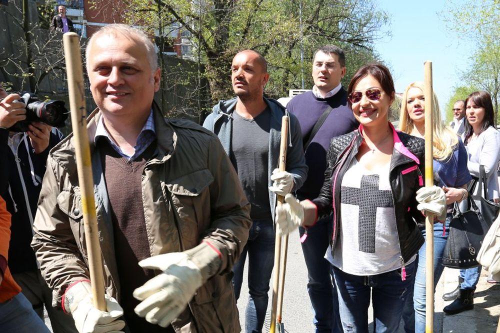 (FOTO) ZNAJU ŠTA SU GRABULJE: Ceca i Vesić očistili Beograd!