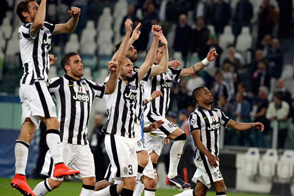(FOTO) DODATNI MOTIV: Porno dive obećale striptiz ako Juventus osvoji Ligu šampiona