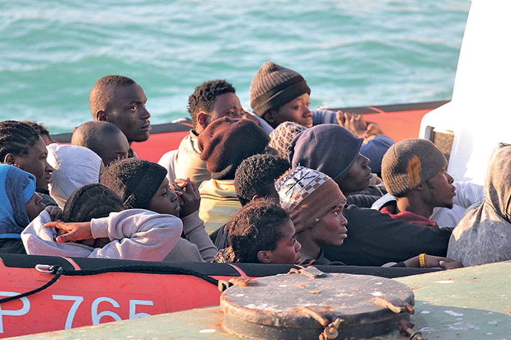 VEĆ IH JE 20 MRTVO: Poziv za pomoć sa broda koji sa 300 ljudi tone na Sredozemnom moru