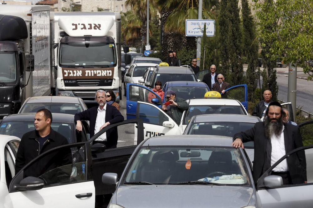 (UZNEMIRUJUĆI VIDEO) )SIRENE U IZRAELU: 2 minuta ćutanja za 6 miliona Jevreja pobijenih u holokaustu