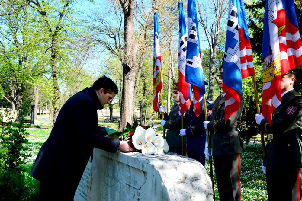 DANI BEOGRADA: Položeno cveće na Spomen-obeležje na Kalemegdanu