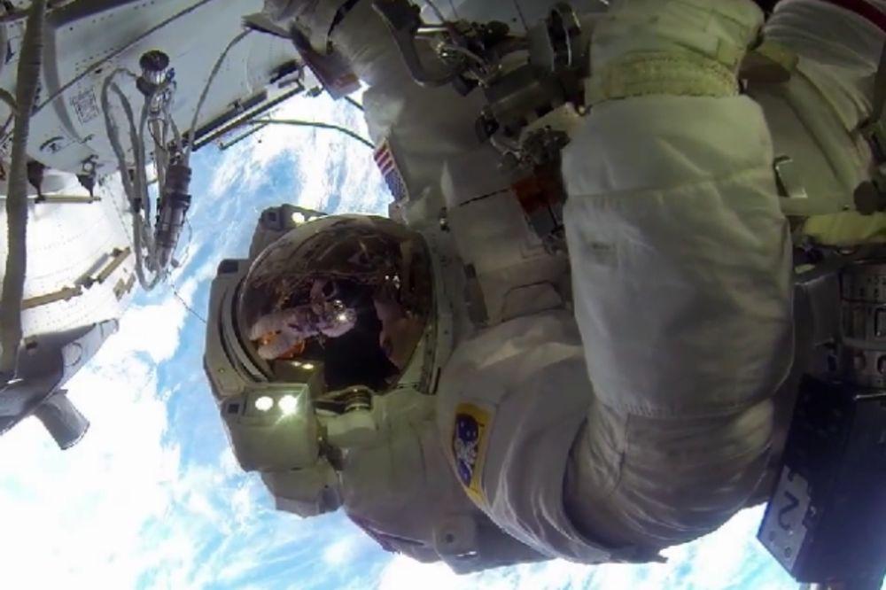 (VIDEO) Pogledajte kako izgleda šetnja svemirom