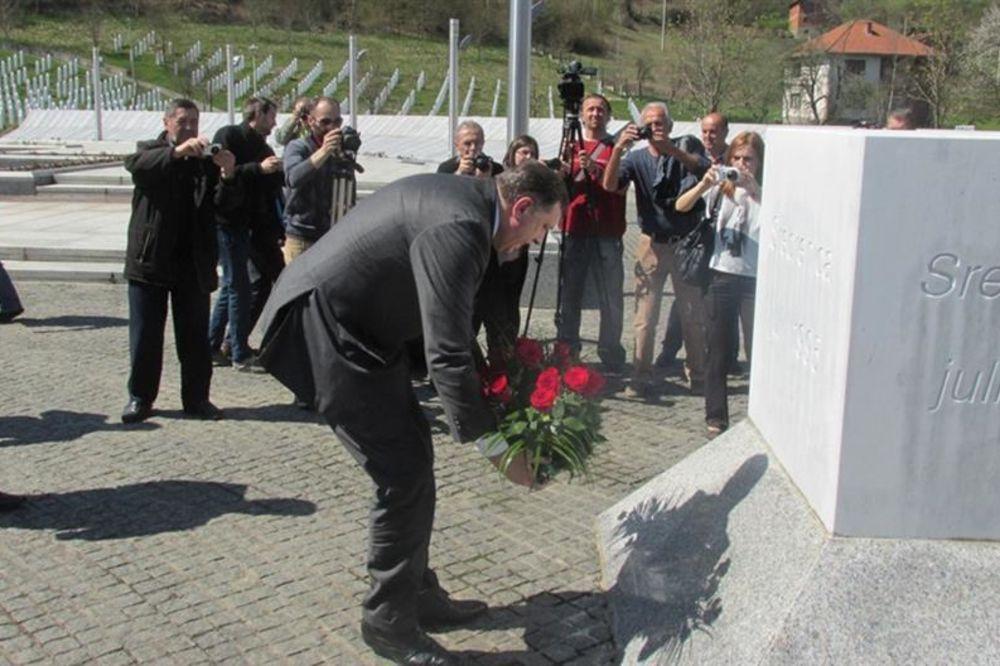 Dodik položio venac u Memorijalnom centru Potočari