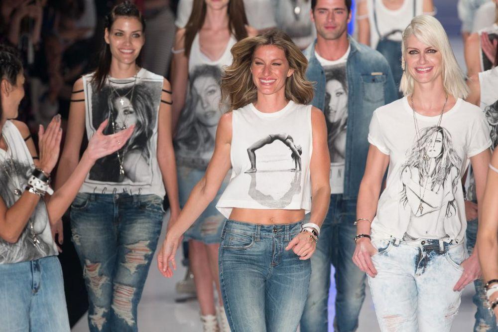 (FOTO) POSLE 10 GODINA: Najplaćenija manekenka poslednji put prošetala modnom pistom