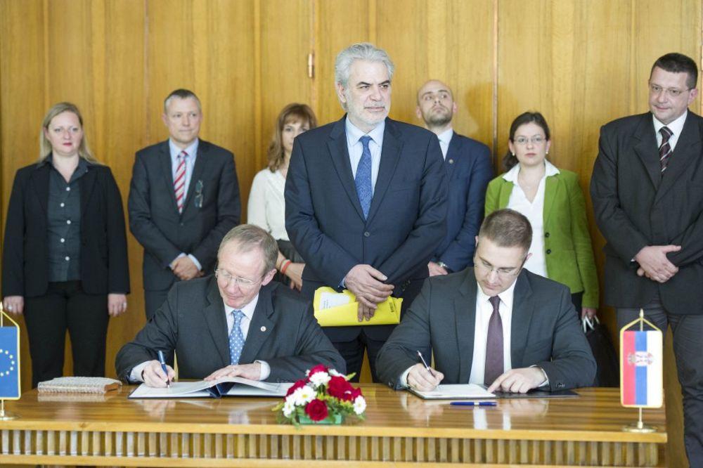 Stefanović sa komesarom EU: Potpisan Sporazum o učešću Srbije u Mehanizmu civilne zaštite