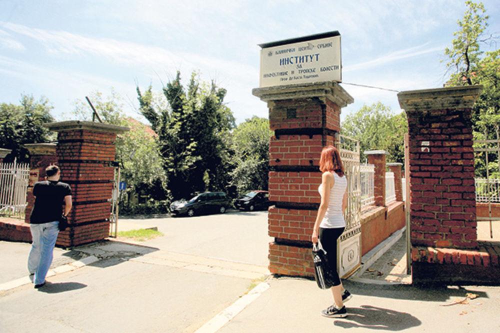 DOKTOR NAPASNIK: Lekar silovao na parkingu bolnice!