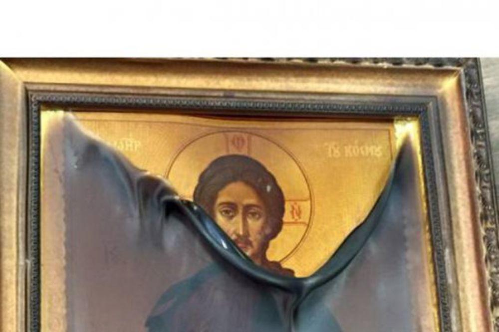 (VIDEO) VASKRŠNJE ČUDO: Pravoslavnoj ikoni Isusa Hrista ni vatra ne može ništa!